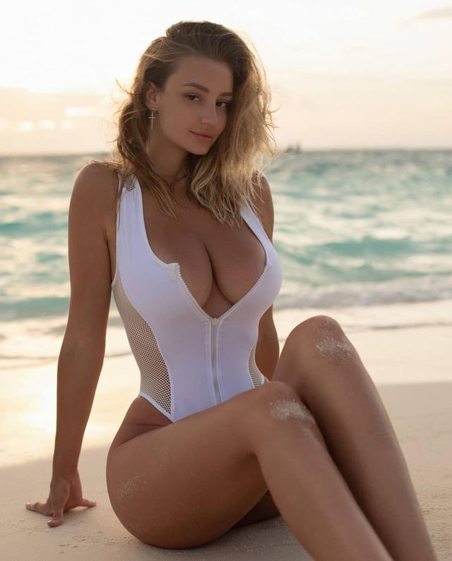Mary Nabokova, Marrin Model Has Beautiful Face and Curvy Body