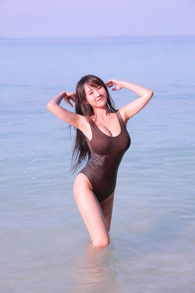 Munkaw Chaos, Thai Popular and Busty Beauty