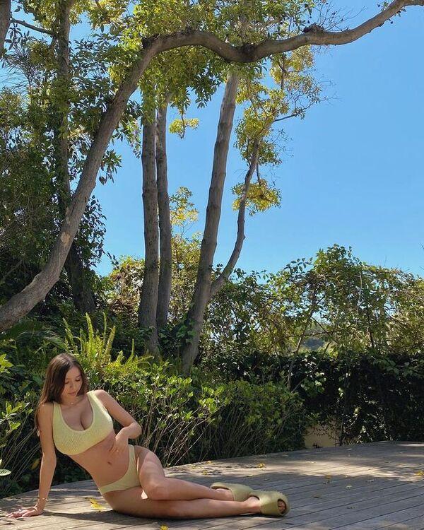 Instagram Model Sophie Mudd Shows Off her Hot Boob
