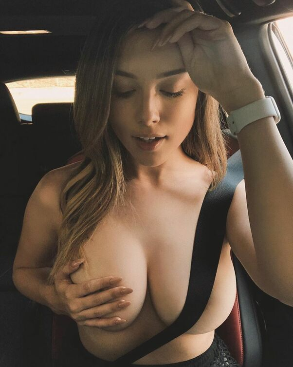 Lauren Summer, Went Viral By Flashing Her Breasts During World Series