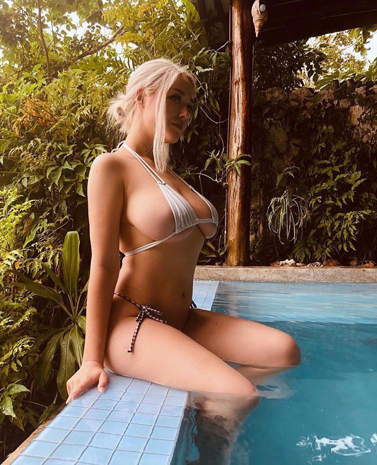 Huge boobs! A nude model of playboy