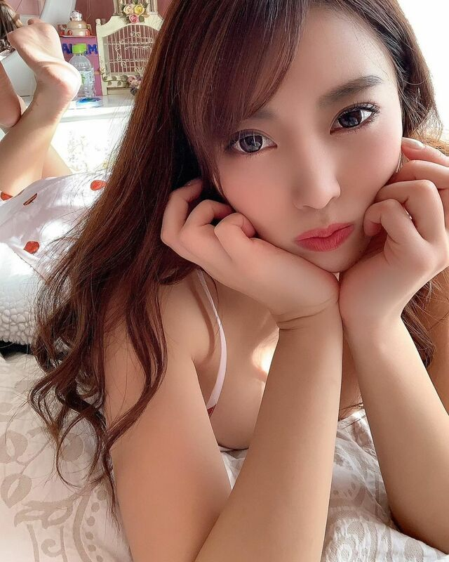 Tomomi Morisaki, a Fashion Model and Gravure Idol from Japan