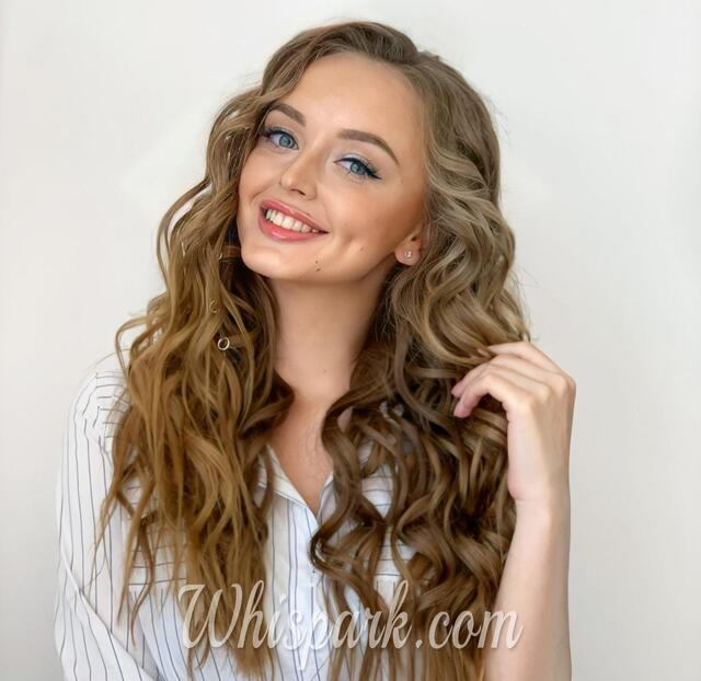 Do You like These Sexy Ladies with Charming Wavy Hair?