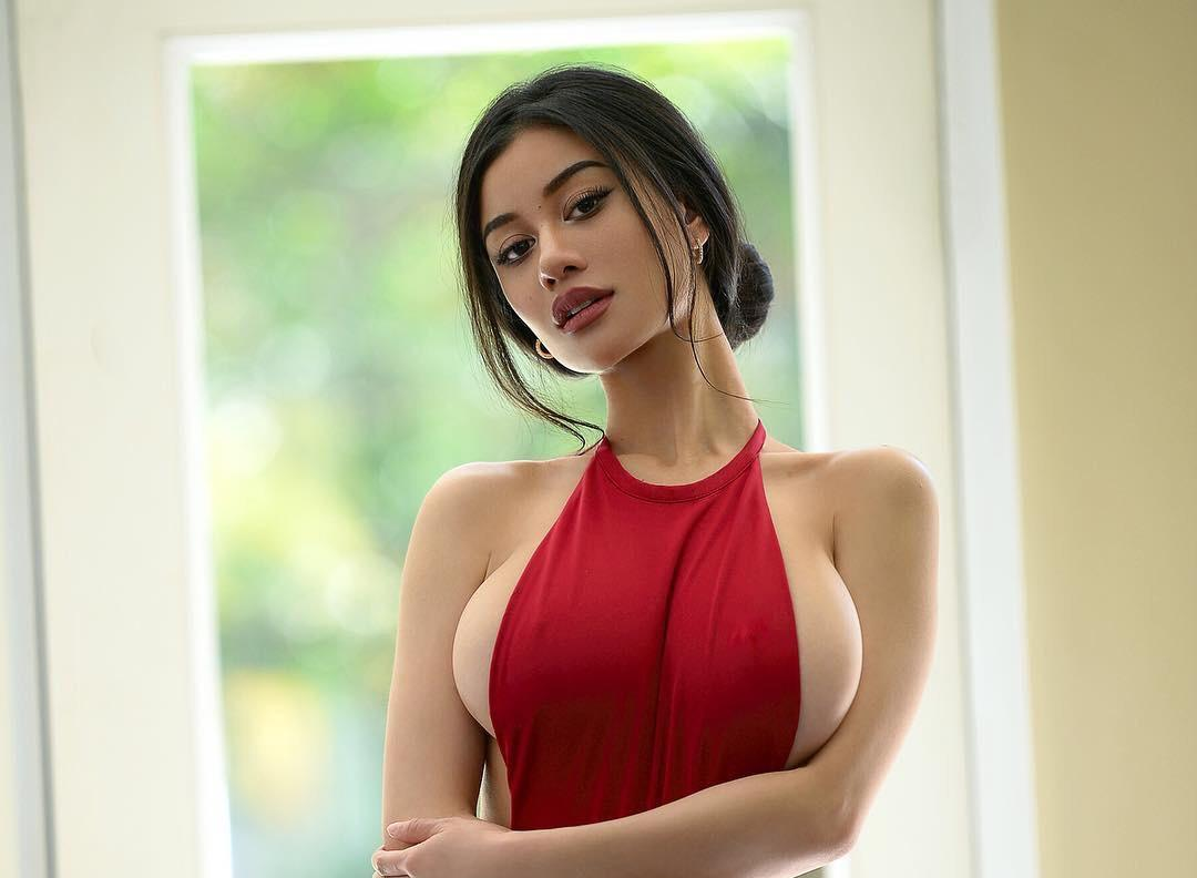 Ellie Lou, Asian Glamour Model With Sexy Tits