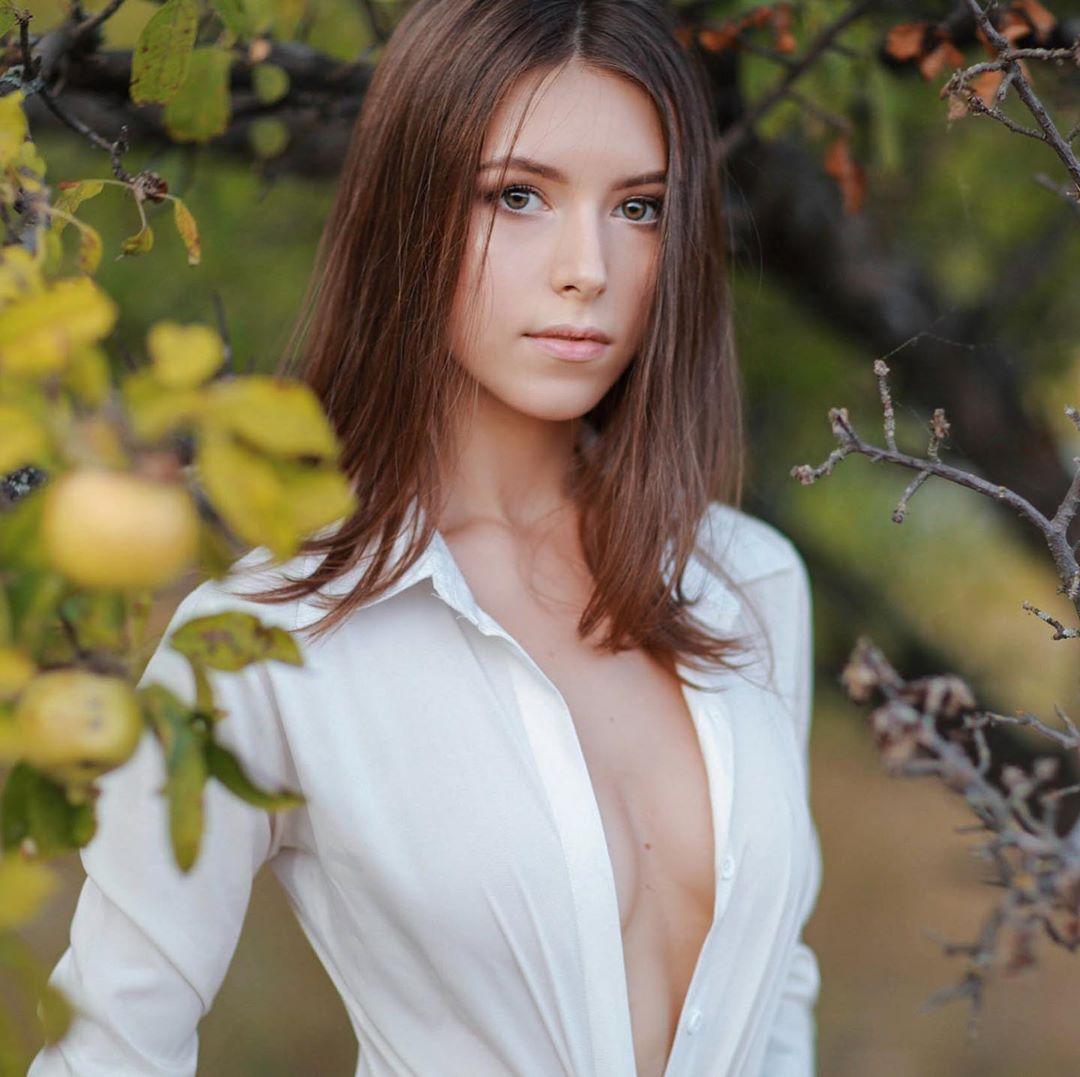 Viki Virgo, a Smashing Leg model from Ukraine