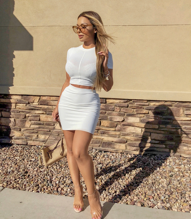 American Instagram Star, Emmeline Glam Is Best Known for Stylish Outfit