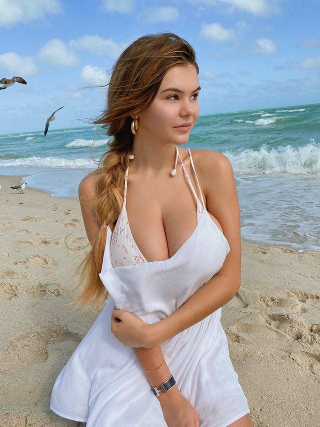 Ashley Tervort, a Fashion Model, Youtuber, and Social Influencer