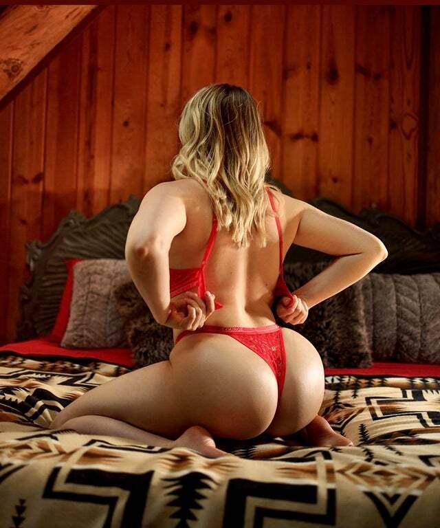 Mia Malkova, A Hot Porn Star Buys A Stunning Oregon Castle For $4 million