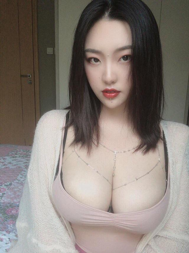 Cream_m0_0m, Mysterious Hottie With Huge Boobs