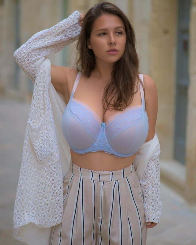 Adriana Fenice, Busty Model from USA